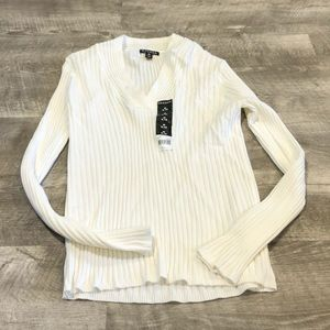 💜 2/$10 White ribbed sweater